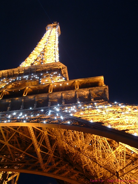 Eiffel tower all lite up