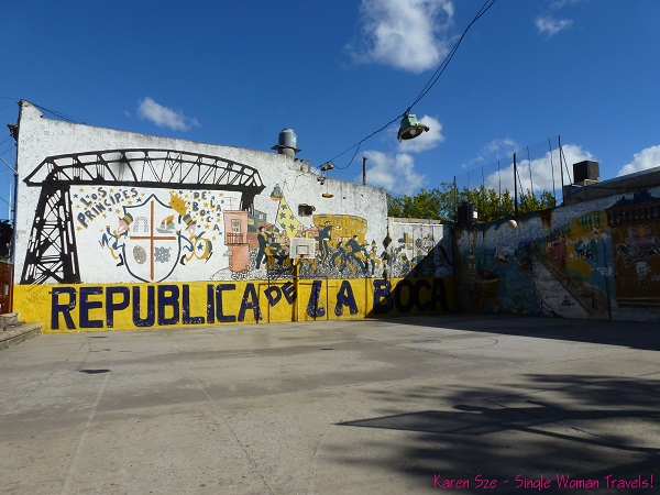 Local basketball court with all the symbols of La Boca beautifully represented alongside the neighborhood em - Graffitti