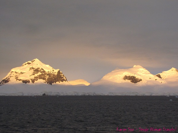 Sun rise at 4am in the Antarctic in early January (landscape - snow cap)