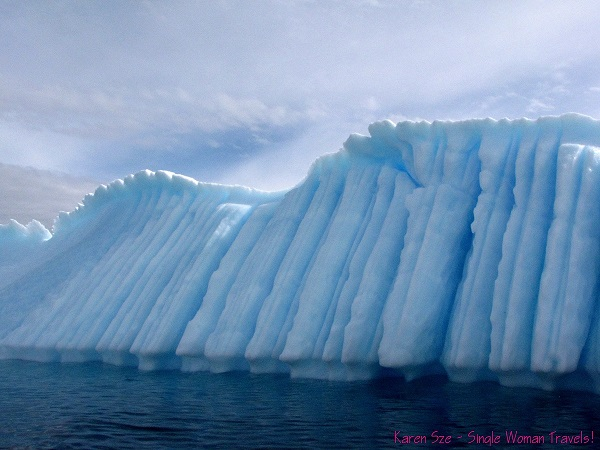Vertical grooves in a large Antarctic iceberg