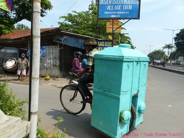 Portable store on a bicycle - I wonder in Indonesia