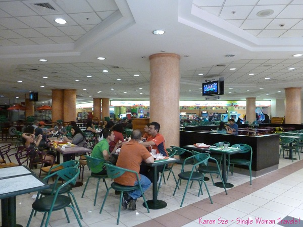 Food court inside Mall Plaza de Los Ríos at night after a movie