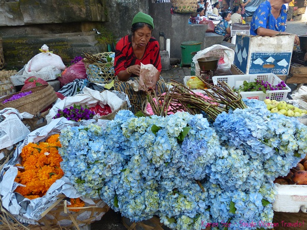Flower vendor at Ubud main market