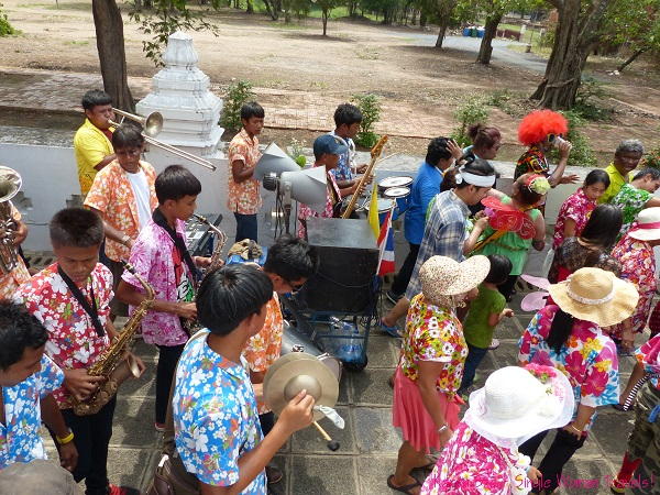 Mobile band plays live music to celebrate Songkran