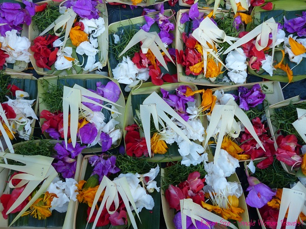Pre-made offering trays for sale at the Ubud market