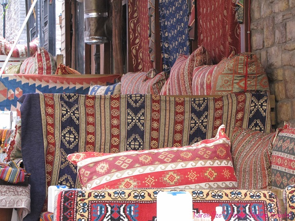 Overfilled cushions for seating in Turkey