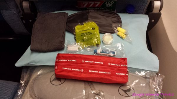 Amenities kit given by Turkish airlines in Economy class