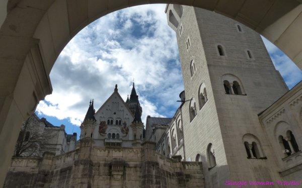 View under arch of Neuschwanstein - P1420348