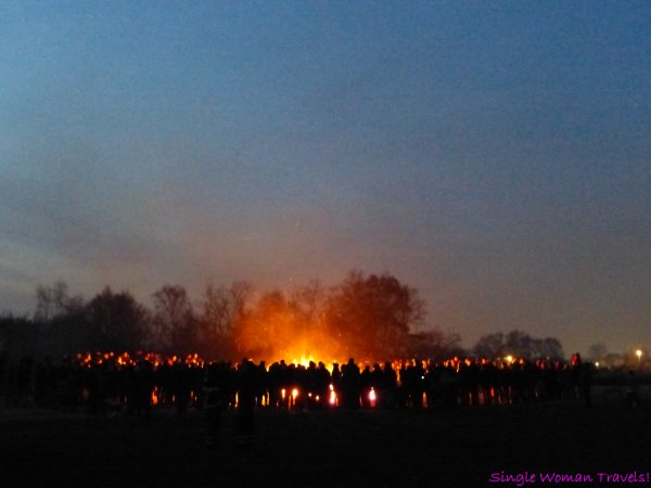 Crowd of spectators at annual Easter Bonfire in Hamburg, Germany (March 26, 2016)